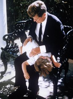 JFK and John Jr. from the book, Capturing Camelot Caroline Kennedy, Jacqueline Kennedy Onassis, John Kennedy Jr., Les Kennedy, Jaqueline Kennedy, Greatest Presidents, American Presidents, Us Presidents, Die Kennedys