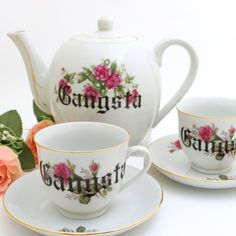 Vintage tea set Gangsta, Upcycled teapot and two tea cups and saucers, roses Old English Font, Tea Sets Vintage, Event Themes, Upcycled Vintage, Makers Mark, Cup And Saucer, Tea Pots, Porcelain, Gift Wrapping