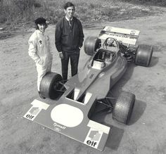 Jackie Stewart et le designer automobile Ken Tyrrell présentant la. Jackie Stewart, F1 Racing, Racing Team, Drag Racing, Ford, Designer Automobile, Maserati, Ferrari, Jochen Rindt