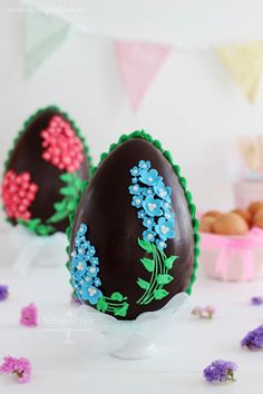 Tutorial huevos de pascua Easter Candy, Easter Treats, Easter Gift, Easter Eggs, Cupcakes, Cake Cookies, Chocolate Sculptures, Easter Colors, Chocolate Art