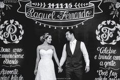 A partir do momento em que ficaram noivos, Raquel e Fernando começaram a planejar o seu grande dia. A Raquel que sempre foi indecisa, surpreendeu a todos sabendo exatamente o que queria para o seu casamento. Ela sonhava com um casamento romântico no campo sob o por do sol. O lugar tinha que ser mágico ...