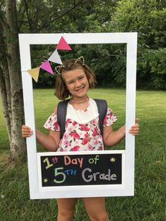 This DIY Polaroid Photo Booth Frame is an awesome photo prop to use for Back to School photos! Make this easy photo frame prop with an erasable chalkboard to use year after year to document your child's first day of school! Polaroid Photo Booths, Photo Frame Prop, Wedding Photo Booth Props, Diy Polaroid, Polaroid Photos, Photo Props, Backdrop Wedding, Christmas Photo Booth, Christmas Photos