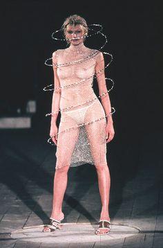 1999 - Alexander McQueen Show - 3d Fashion, Fashion Images, Fashion History, Runway Fashion, High Fashion, Fashion Show, Fashion Design, Lady Gaga, Haute Couture Looks