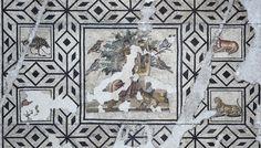 Mosaïque d'Orphée (Partie centrale). Mosaic of Orpheus charming the animals. 170-180 ap. J.-C. Marbre, terre cuite, pâte de verre. Saint-Paul-Les-Romans, Villa des Mingauds, Drôme. 990. 7.1 © Musée de Valence, photo Paul Vesseyre