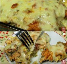 Ingredientes 1 kg de filé de frango (temperados à gosto) 3 colheres (sopa) óleo 1/2 cebola picadinha 2 latas de milho verde 2 latas de leite (use a lata do milho como medida) sal a gosto 2 sachês de sazón (verde escuro) 1 cubinho de caldo de... Pasta, Polenta, Caldo, Mashed Potatoes, Cheesecake, Easy Meals, Food And Drink, Meat, Chicken