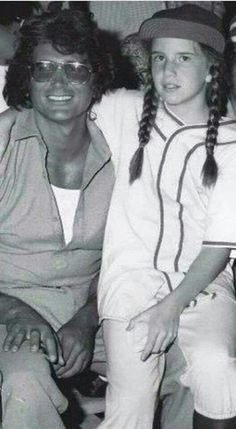 Melissa Gilbert & Michael Landon / Little House on the Prairie Melissa Gilbert, Michael Landon, Laura Ingalls Wilder, Ingalls Family, 80 Tv Shows, Cinema, Rare Pictures, Old Tv, Classic Tv