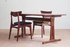 walnut dining table w1450 d830 h690  ウォールナットのダイニングセット。寸法以外は全てお任せだったので自由に作らせてもらいました。 シェーカー家具と北欧家具と和家具を混ぜたような雰囲気が出たと思います。 天板は4辺とも緩やかに曲線で、脚は椅子はアレがこうで・・と書きだすときりがないのですが、どんなものを作ってもこりゃあヤマゲンの仕業なだと思ってもらえるようになるのが目標です。  #木工yamagen #家具 #woodworking