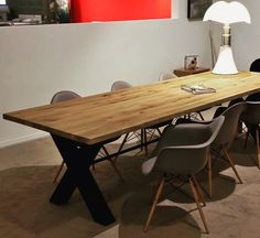 vt wonen bodilson dining table mr x in combination with eames plastic chairs daw