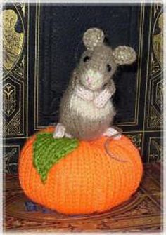 Ravelry: pumpkin pip mouse pin cushion pattern by Debi Birkin Tea Cosy Knitting Pattern, Tea Cosy Pattern, Knitting Patterns, Knitting For Kids, Free Knitting, Knitting Projects, Crochet Projects, Crochet Mouse, Knit Or Crochet