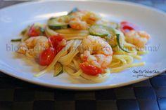 Linguine con code di gamberoni, zucchine e pomodorini http://blog.giallozafferano.it/colorincucina/linguine-code-gamberoni-zucchine-pomodorini-pachini/
