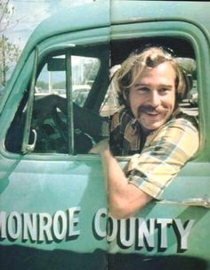 one of my favorite photos of him ! I think that truck might be parked outside Mac's Sea Garden in KW Jimmy Buffett Margaritaville, Dance Dreams, Lawn Care Tips, Old Florida, Florida Keys, Music Mix, Beach Bum, Key West, Rock N Roll