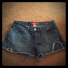 Lucky brand boardwalk shorts EUC, size 4/27 women's lucky brand shorts with extra long pockets! Perfect for a summer barbecue, the beach, or any other casual jeans. Worn only a handful of times, these like-new shorts are in the same condition as when they were first purchased. The extra long pockets are visible through the bottom when you wear them. Lucky Brand Shorts Jean Shorts