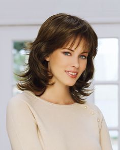 Vintage Hairstyles With Bangs Robin is a longer, wavy BT Classic wig. It is constructed to provide a fresh look. Long Face Haircuts, Haircuts For Medium Hair, Hairstyles With Bangs, Diy Hairstyles, Medium Hair Styles, Short Hair Styles, Summer Hairstyles, Hairstyle Ideas, Bob Hairstyle