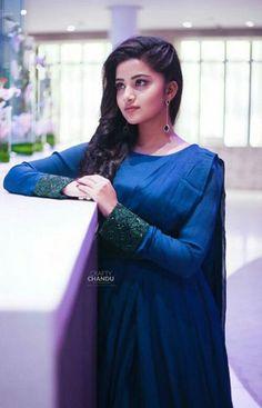 Anupama Parameswaran Beautiful Girl Indian, Beautiful Girl Image, Most Beautiful Indian Actress, Beautiful Actresses, Anupama Parameswaran, Bridal Photoshoot, Wedding Dresses For Girls, Stylish Girl Pic, Girl Photo Poses