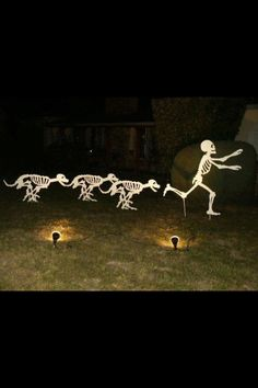 Halloween Decor-Yikes! Run, Run! You could also paint this with glow in the dark paint. Lights out and the show continues.