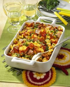 Nudelauflauf Zigeuner Art Our popular recipe for pasta casserole Gypsy Art and more than more free recipes on LECKER. Potato Recipes, Lunch Recipes, Pasta Recipes, Chicken Recipes, Pasta Casserole, Pasta Bake, Italy Food, Popular Recipes, Free Recipes