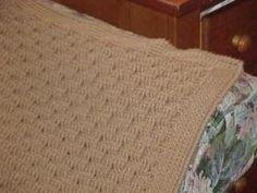 Neutral Basket Weave Crochet Baby Blanket - Such a cute baby crochet pattern!