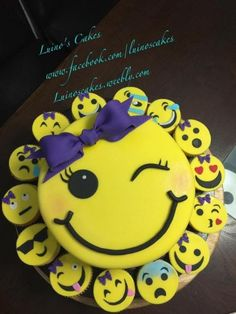 Payton Cake and cupcakes Emoji. Cupcake Emoji, Emoji Cake, Cupcake Cakes, Birthday Cake Emoji, 9th Birthday Parties, 10th Birthday, Birthday Ideas, Bday Girl, Girl Cakes