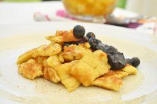 Eierkren - Rezept | GuteKueche.at Candy Cakes, Mediterranean Recipes, Fruit Salad, Brunch, Sweets, Meat, Chicken, Breakfast, Desserts