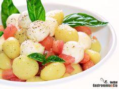 Ñoquis con tomate concasse y mozzarella marinada Pasta, Dessert Recipes, Desserts, Fruit Salad, Mozzarella, Recipies, Cooking, Dressings, Food