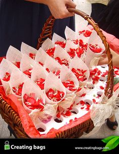 CONOS PARA PÉTALOS Y ARROZ BODA 2 CREATING BAGS Wedding Venue Decorations, Wedding Themes, Diy Wedding, Wedding Day, White Day, Sister Wedding, Childrens Party, Craft Party, Baby Birthday