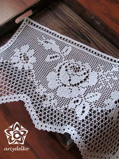Aida Di Lana E Schema Per Fare Coprilett - Diy Crafts - Marecipe Crochet Curtain Pattern, Crochet Edging Patterns, Filet Crochet Charts, Crochet Lace Edging, Crochet Curtains, Curtain Patterns, Crochet Borders, Crochet Doilies, Crochet Stitches