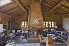 Salon avec cheminée en bois