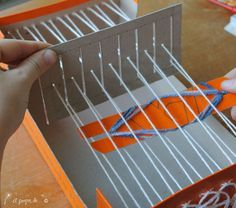step by step tutorial - make your own weaving loom out of a shoebox #atelierfaggi #weaving #shoeboxloom #weavingforkids