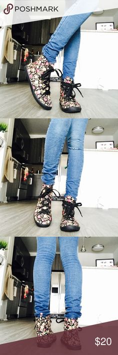 DSW Converse Style Flower Sneakers Converse Style Sneakers in great condition. Purchased these from DSW. I only wore these once or twice. dsw Shoes Sneakers