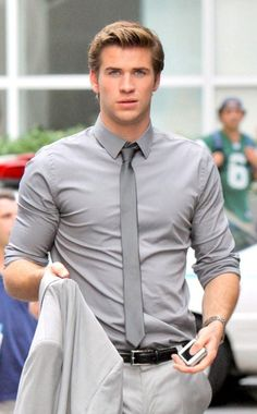 Liam Hemsworth sure knows how to wear a suit on the set of Paranoia!