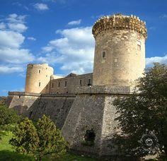 Castello di Venosa (PZ) - 40°58′00″N 15°49′00″E