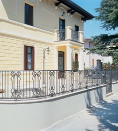 Cast-iron railings – 9502.0539VS http://www.modus.sm/en/products/railings/cast-iron-railings/9502-0539vs/9502-0539vs.asp?ID0=1291&ID0_=1291&ID1=1312&ID1_=1312&ID2=1339&ID2_=1339&ID3=1650&ID3_=1650&IDProdotto=1339&L=EN  #Modus #ModusRailings #outdoorfurniture #inspiration #castiron #railing #castironrailing #ghisa #ringhiera #ringhierainghisa #floraldecoration #grey #balconies #design #architecture #follow