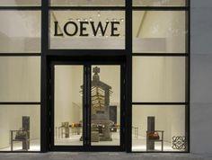 La Maison #Loewe annuncia l'apertura del suo primo store statunitense a Miami: http://bit.ly/loewe40  The Maison Loewe announces the opening of the first US store in #Miami: http://bit.ly/loewe41