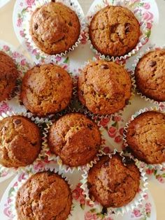 Sütőtökös muffin Small Cake, Fall Recipes, Biscuits, Healthy Lifestyle, Muffins, Food And Drink, Cookies, Chocolate, Baking