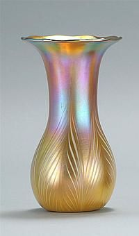 QUEZAL ART GLASS VASE In iridescent gold...