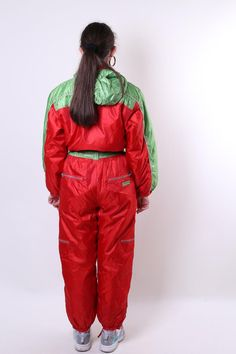 Women retro one piece ski suit, red hooded vintage snow suit, Size M Welcome to TARASCOMMON. Model tall - Size: M. Ski Suit Mens, Velvet Blazer, Snow Suit, Unique Outfits, Canada Goose Jackets, Skiing, Vintage Ladies, Overalls, Vintage Fashion