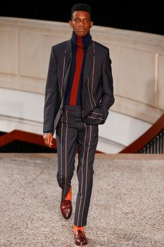 Paul Smith Fall 2016 Menswear Fashion Show Vertical thin line, masculine, creating the illusion of length