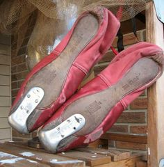 """Vintage """"Super Toe"""" pointe shoes,made by the Chicago Theatrical Shoe Company"""". Pointe Shoes, Ballet Shoes, Vintage Ballet, Shoe Company, Steel Toe, Red Shoes, Sell On Etsy, Shoe Brands, Movie Stars"""