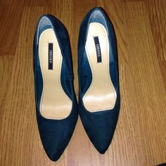 Blue/green pointed pump 4 1/2 inch pump, cute and classy. Only worn once Shoes