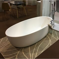 After a chilly bonfire night out with the kids, don't you just wish you could slip into this stunning #Corian bathtub?🎆🎇🔥🍎🥧🤒