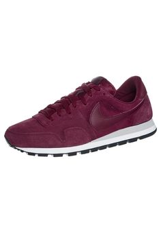 Nike Air Pegasus 83 Heren Running Sneakers Bordeaux,There must be right ones belong to you from our best sneakers. Best Sneakers, Running Sneakers, Sneakers Fashion, Fashion Shoes, Sport Chic, Nike Sportswear, Baskets, Nike Air Pegasus, White Shirt Men