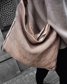 Los nuevos trenzados de Campomaggi son una de las piezas clave de cualquier fondo de armario para esta Primavera (aunque tarde más de lo previsto en llegar )    #brussosa #brussosaselection #leather #bag #spring #bags #handbag #leathergoods #leathercraft #handmadebag #leatherbag #shoplocal #leatherwork #handmade #accessories #backpack #leathergoods  #fashionbag #style  #look #shoulderbag #barcelona #handmadeinitaly  #raw #italy  #sale #バルセロナ  #レザーバッグ Leather Craft, Leather Bag, Spring Bags, Handmade Accessories, Handmade Bags, Leather Working, Fashion Bags, Backpacks, Shoulder Bag