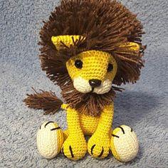 Natalia added a photo of their purchase Lion Crochet, Crochet Giraffe Pattern, Crochet Patterns Amigurumi, Crochet Animals, Crochet Toys, Piglet, Patron Crochet, Crochet Granny Square Afghan, Amigurumi Tutorial