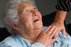 47.000 Ft volt a nyugdíja, elment a boltba…  olyan dolog történt, ami mindenki szívét megdobogtatja! Reverse Aging, Aged Care, Old Age, Elderly Care, Sanya, Home Health, Human Rights, Medical, People