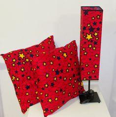 Lampa stołowa i poduszki dekoracyjne Cena zestaw: 499,99 PLN