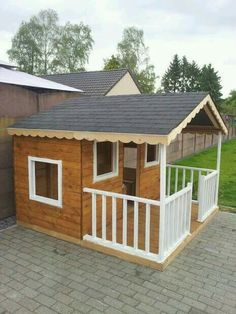Pallets 43 Free DIY Playhouse Plans That Children - Want to surprise your kid this Christmas? Chuck the obvious list of toys and build them cool playhouses using these DIY Playhouse Plans. Pallet Playhouse, Build A Playhouse, Playhouse Outdoor, Kids Playhouse Plans, Playhouse Furniture, Dog Houses, Play Houses, Outdoor Projects, Home Projects
