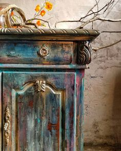 45 Ideas painting wood furniture for outside front doors Chalk Paint Furniture, Hand Painted Furniture, Distressed Furniture, Funky Furniture, Refurbished Furniture, Repurposed Furniture, Furniture Projects, Furniture Makeover, Wood Furniture