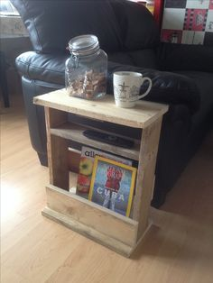 My small side table made of palletwood. Woodworking Tools List, Woodworking Bench Plans, Woodworking Projects Diy, Teds Woodworking, Small End Tables, Diy End Tables, Diy Table, Diy House Projects, Diy Craft Projects