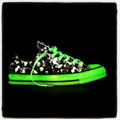 Glow in the dark Converse. Have to love that color! :)