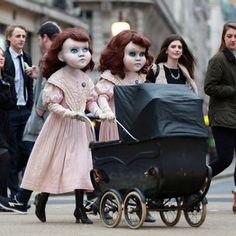 Deux poupées de porcelaine effraient tout Londres